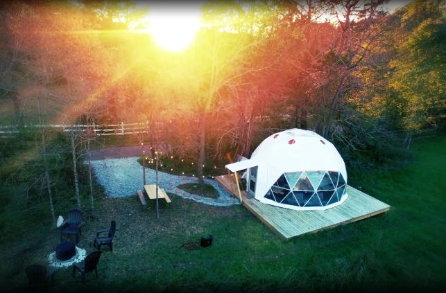 The studio-style dome{ }near Roanoke features one inviting queen-size bed, one full-size air mattress, and one full bathroom with a dry-flush toilet and a shower with a portable hot water system. (Image: Courtesy Glamping Hub)
