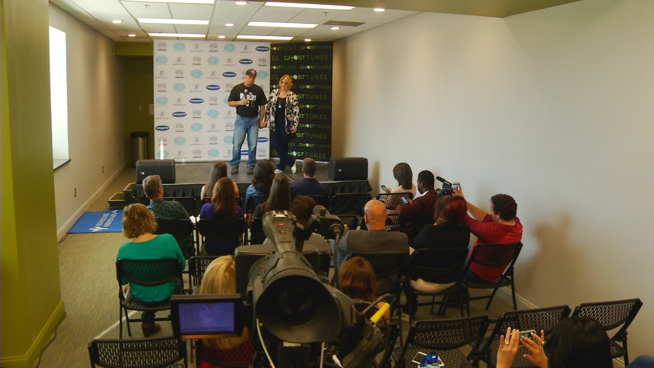 Garth Brooks and Trisha Yearwood speak at a press conference on Nov. 18, 2016, in the Upstate.  For the first time in 25 years, Brooks performed in Greenville, S.C.  Before the show got started, Brooks and Yearwood spoke with News 13. (Photo credit: WLOS staff)