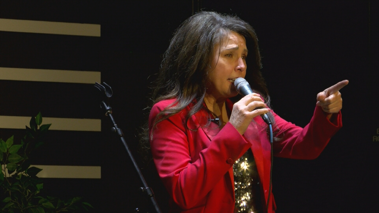 Singer Theresa Spanke, who worked with inductee Billy Mize, performed at the Bakersfield Music Hall of Fame on January 27, 2017 (KBAK/KBFX)