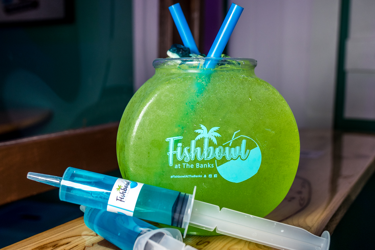 Fins Up Fishbowl & Blue Raspberry Jello Shots / Image: Catherine Viox{ }// Published: 12.21.20