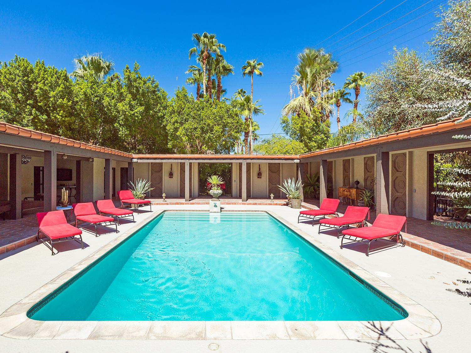 The Villa Carmelita is a timeless luxury. It has a fantastic Hollywood pedigree, having been the love nest of Sonny and Cher, as well as the desert retreat of Hollywood luminaries such as Natalie Wood, Lloyd Bridges, Robert Taylor, and Kirk Douglas.