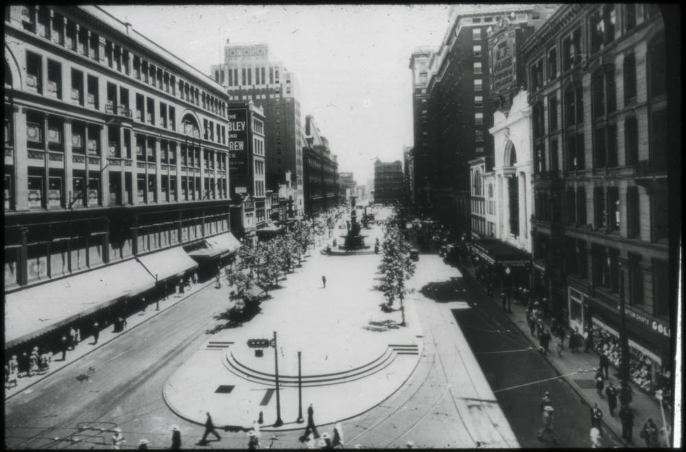 From Vine Street looking east down 5th Street / DATE: Post-1927 / COLLECTION: Public Library of Cincinnati and Hamilton County / Image courtesy of the digital archive of The Public Library of Cincinnati and Hamilton County // Published: 4.4.18