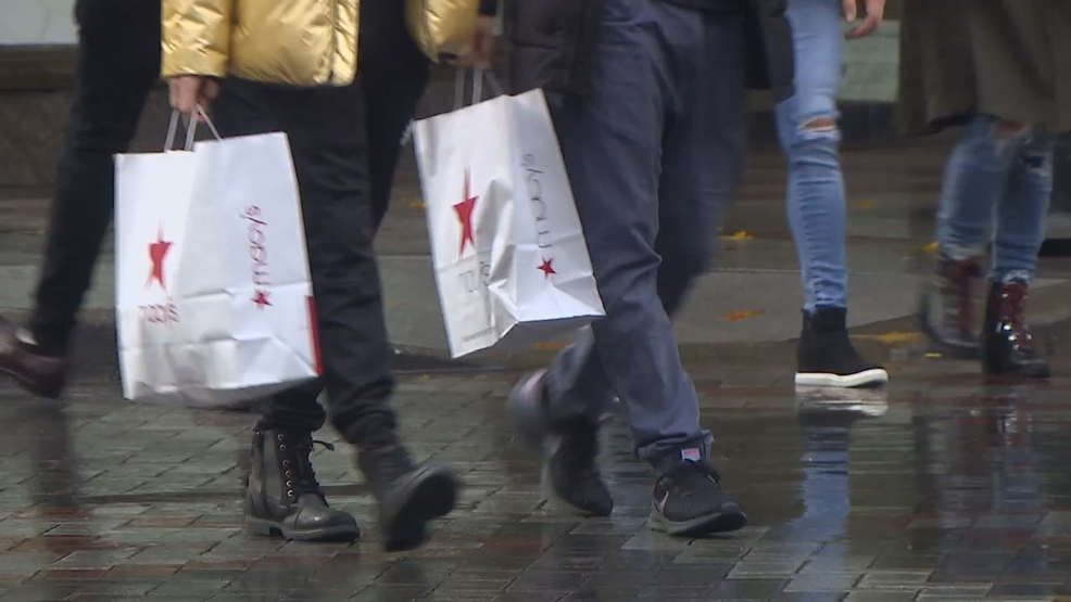 Holiday shoppers skeptical of extra Seattle police patrols after recent crime