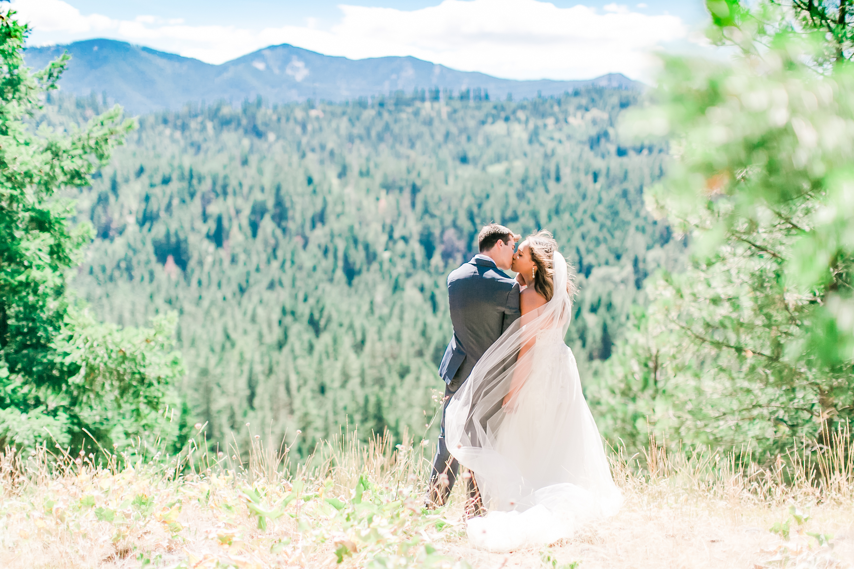 Kenya &amp;amp; Collin Vassallo were married on July 22nd, 2017 at Suncadia Resort in Cle Elum, WA. First of all, the wedding was GORGEOUS but the truly remarkable moments were watching the love that Kenya and Collin share for each other. It is truly special to watch. (Image: Rachel Howerton Photography /http://rachelhowertonphotography.com/2017/07/inn-suncadia-wedding-seattle-wedding-photogapher/)<p></p>