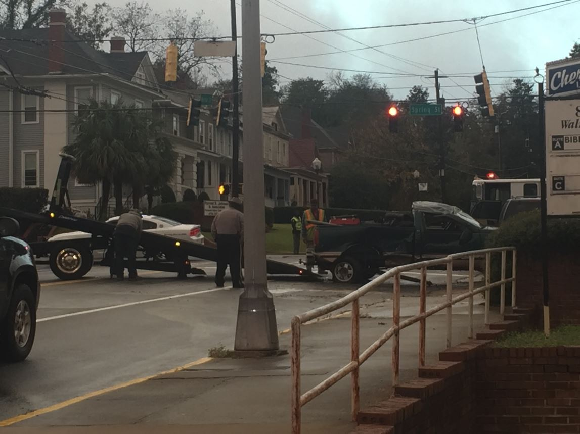 Accident on Cherry and Walnut / David Domingue (WGXA)<p></p>