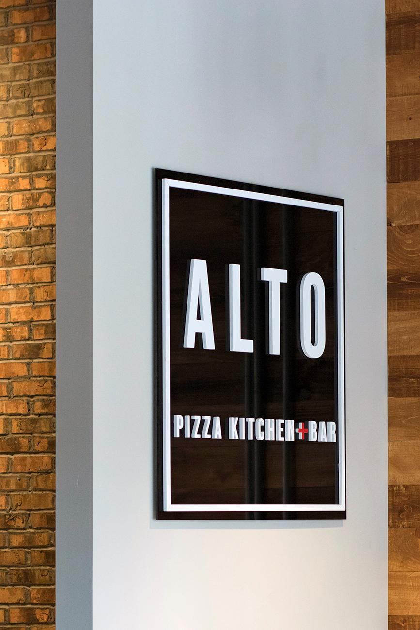 Alto Pizza Kitchen + Bar has an expansive menu of stone-hearth pizzas, salads, sandwiches, pastas, cocktails, and other Italian-inspired dishes. Located on the first floor of Duveneck Square in Covington, Alto shares a wall with Braxton Brewing. Though the eatery has a sophisticated, handsome dining room, Alto also features an option to order online for pick up. Due to its proximity to the brewery next door, Alto offers pizza delivery by way of an ordering kiosk inside Braxton's taproom. ADDRESS: 43 W 7th Street (41011) / Image: Allison McAdams // Published: 8.17.18