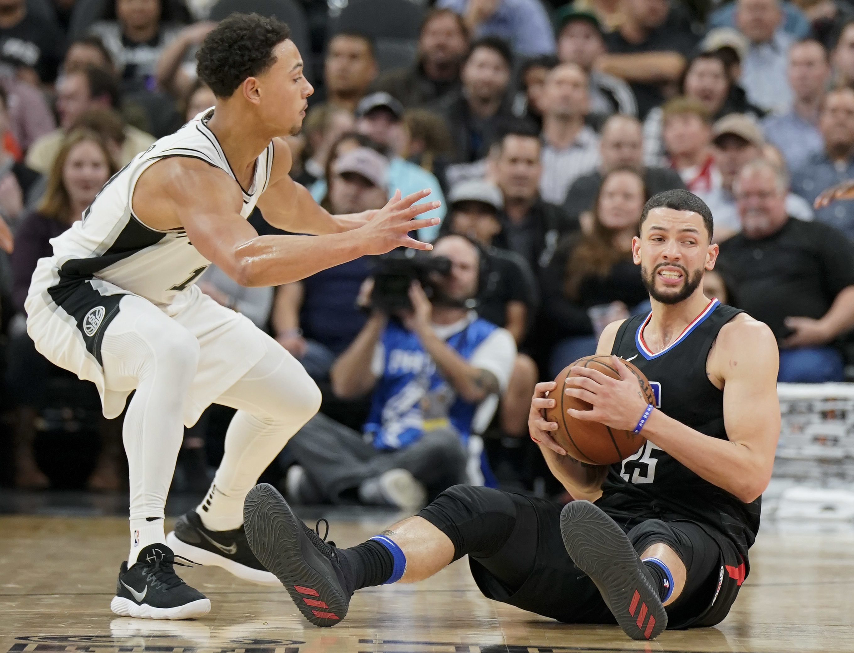 Los Angeles Clippers guard Austin Rivers, right, tangles with San Antonio Spurs guard Bryn Forbes during the second half of an NBA basketball game, Monday, Dec. 18, 2017, in San Antonio. San Antonio won 109-91. (AP Photo/Darren Abate)