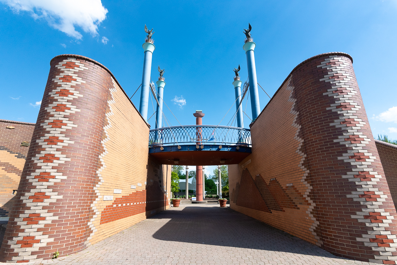 The Bicentennial Commons Gateway Sculpture as it looks today 31 years after it was built. / Image: Phil Armstrong // Published: 8.13.19