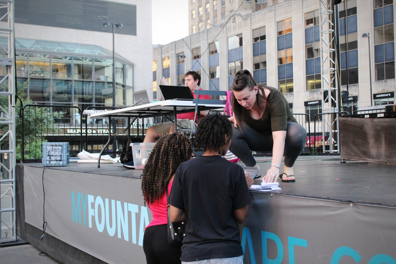 <p>Fountain Feud is hosted Downtown on Tuesdays by Last Call Trivia and programmed by 3CDC. Last Call Feud games are always free, but contestants are encouraged to support the bar or restaurant that is catering the game. Fountain Feud starts at 7 p.m. / Image: Katie Robinson, Cincinnati Refined // Published: 9.19.18</p>