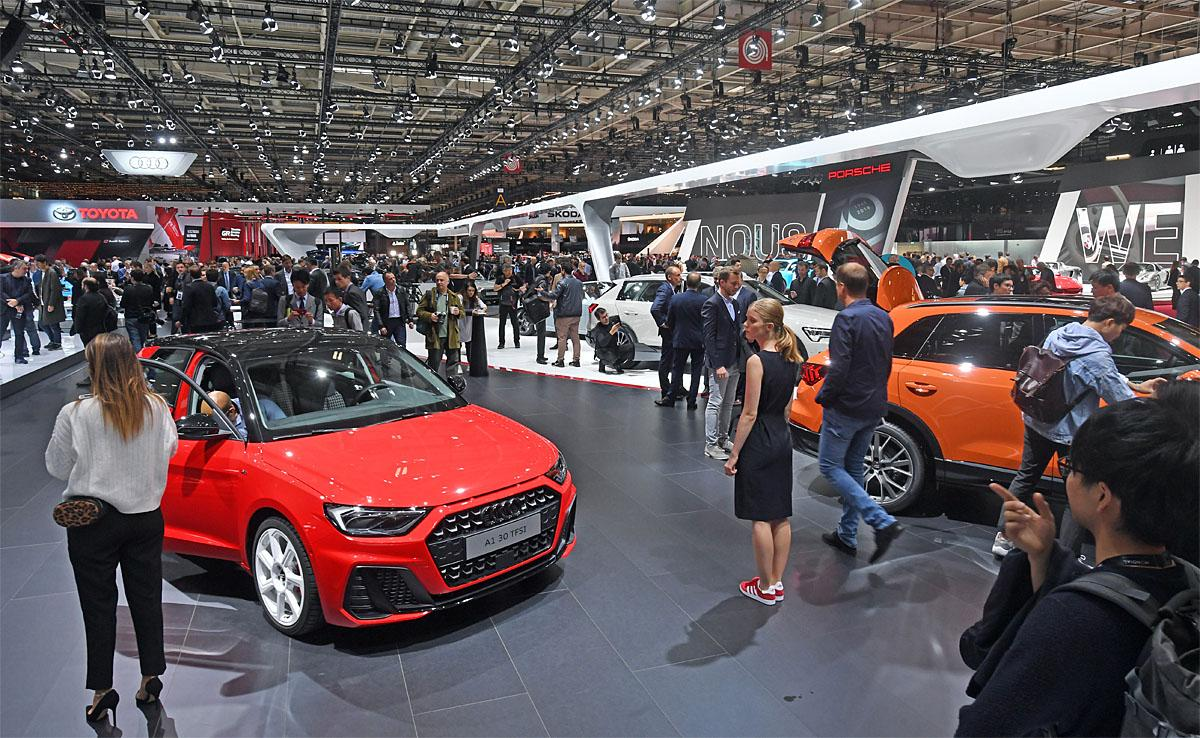 02 October 2018, France, Paris: A hall overview at the Paris International Motor Show on the 1st press day, seen from the Audi stand. From 02.10. to 03.10.2018 the press days will take place at the Paris Motor Show. It will then be open to the public from 04.10. to 14. October. Photo: Uli Deck/dpaWhere: Paris, Île-de-France, FranceWhen: 02 Oct 2018Credit: Uli Deck/picture-alliance/Cover Images