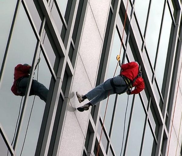 James Spann rappels down One Federal Place Building in downtown Birmingham, Friday, November 22, 2013.