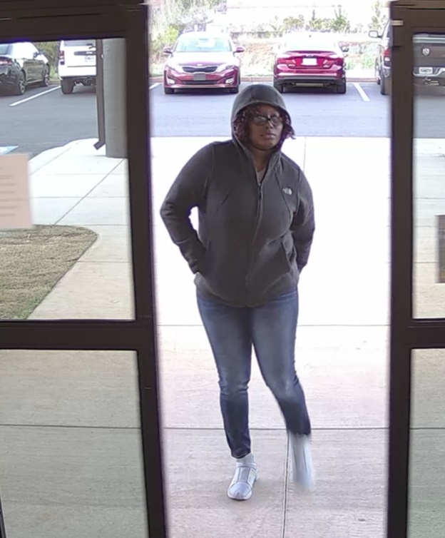 These women are wanted in connection to card fraud at local businesses / Bibb County Sheriff's Office