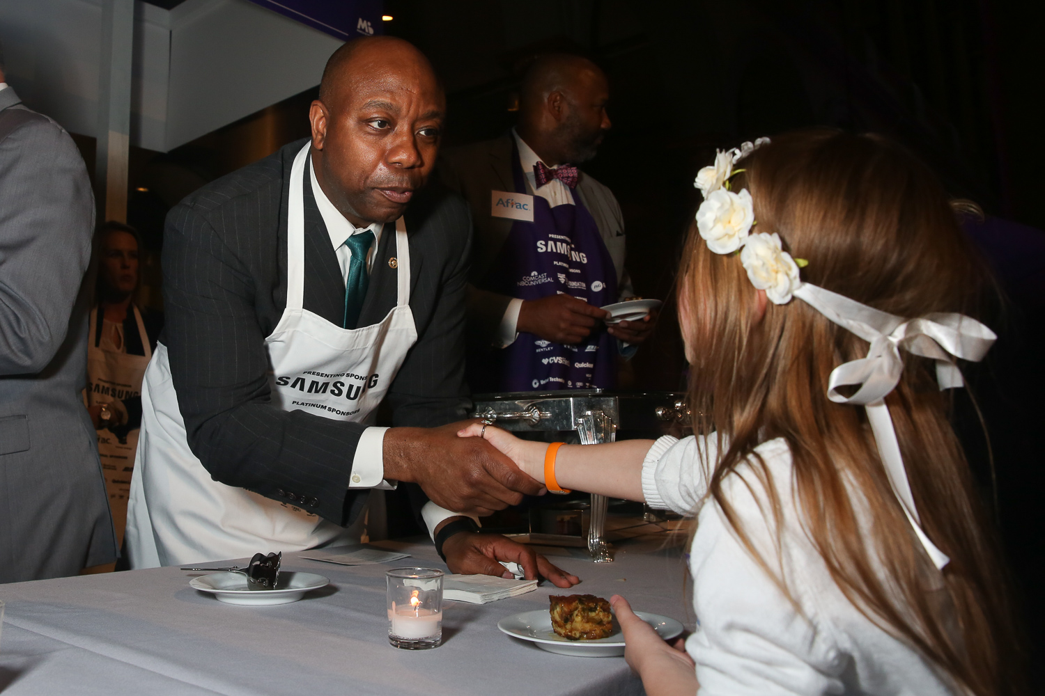 Sen Tim Scott meets a March of Dimes ambassador snacking on his fried mac n' cheese. (Amanda Andrade-Rhoades/DC Refined)