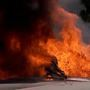 Utah plane crashes into car, bursts into flames, no major injuries