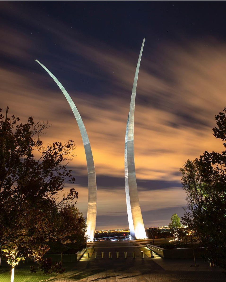 The Air Force memorial is stunning and powerful. (Image via @jnuts_00)