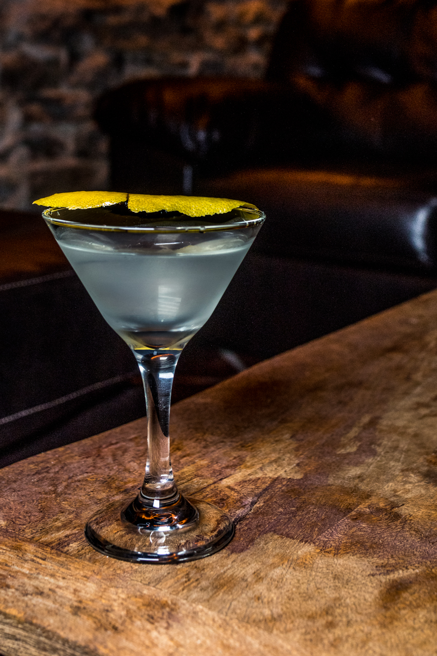 Gin Martini: gin, dry vermouth, and a lemon peel / Image: Catherine Viox{ }// Published: 3.3.20