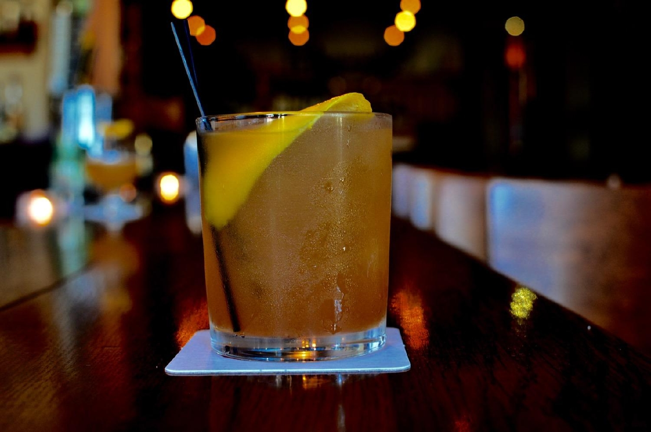 The J.B.: Jim Beam, noilly prat, Mandarin-smoked tea, bitters / Image: Leah Zipperstein, Cincinnati Refined