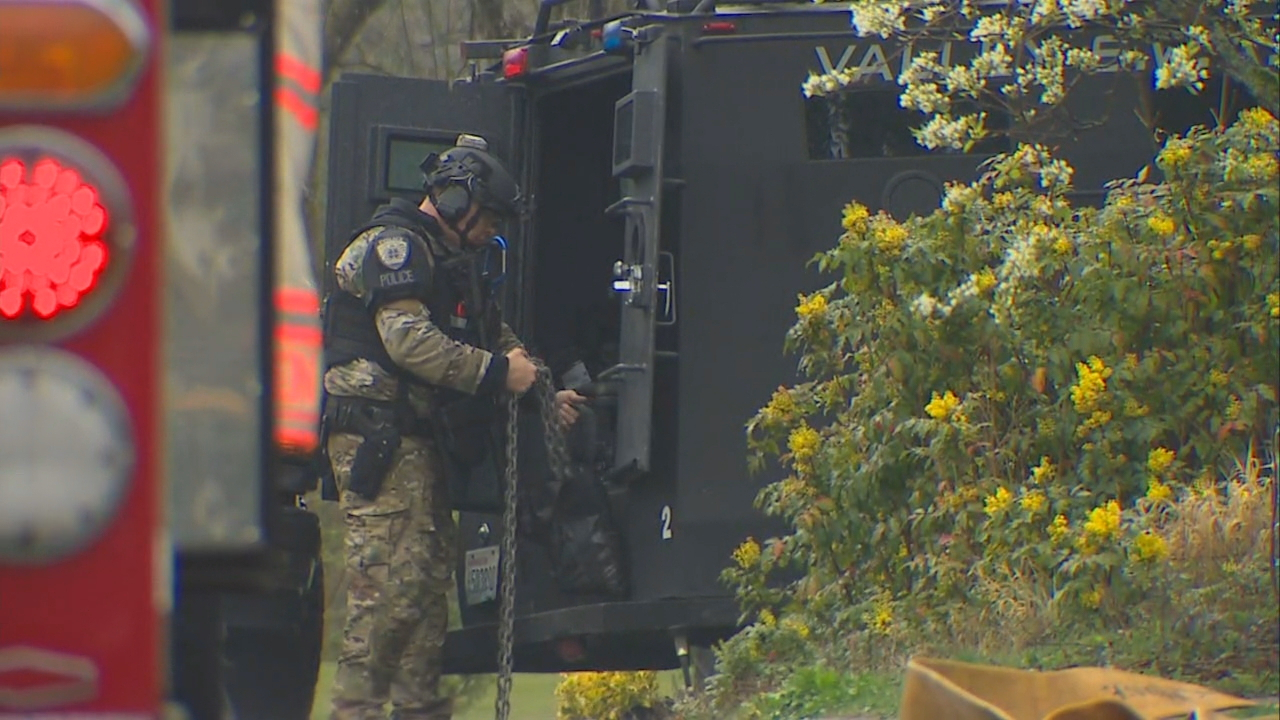 Police and SWAT teams are in a standoff with a hit and run suspect at home in Federal Way, Wednesday, April 4, 2018. (Photo: KOMO News)