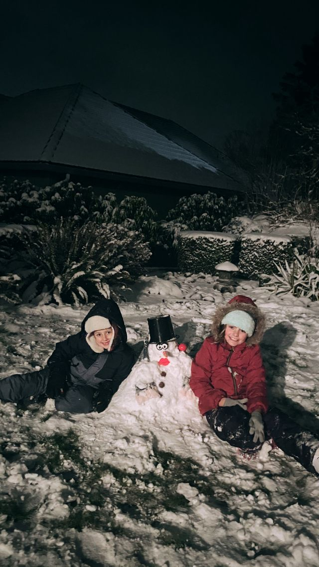 Ashlyn and Tatum loving the snow in Aberdeen! Image: Haidee Lytle / Chime In