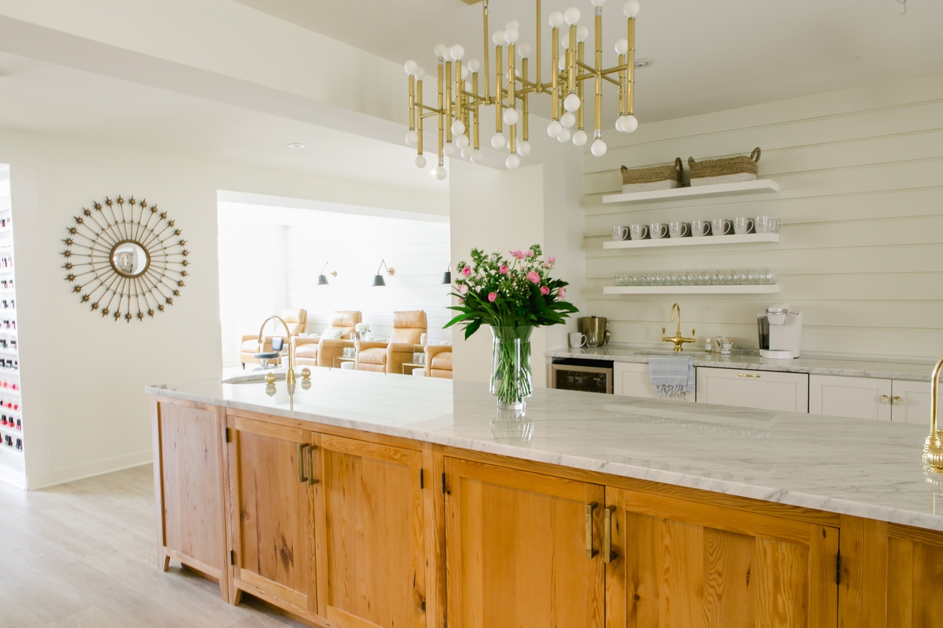 Friend's gorgeous kitchen or nail salon? Hard to tell at Varnish Lane as the salon is as pretty as it is eco-friendly. (Image: Courtesy Varnish Lane)