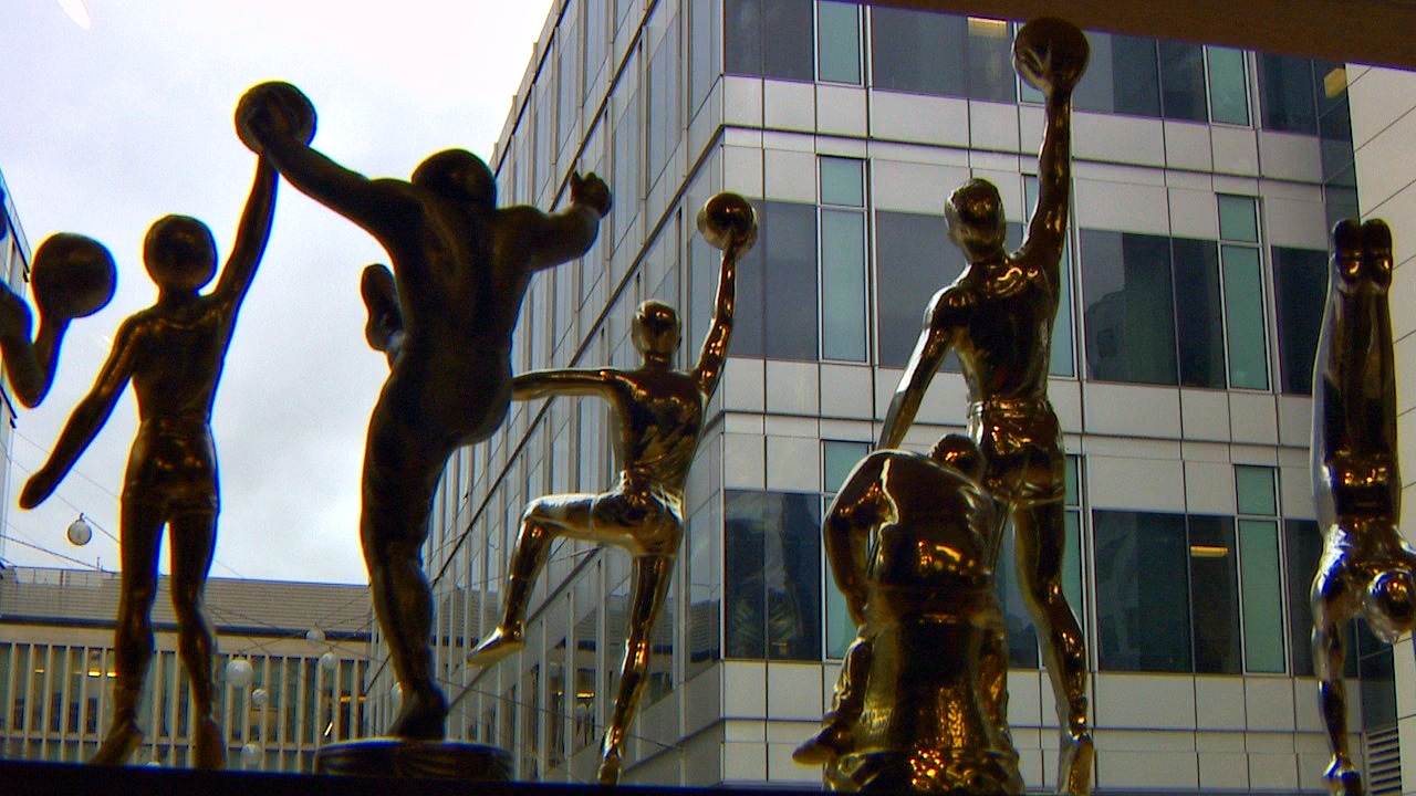 Athletic Awards, adorned by a giant trophy, has stood in Seattle's South Lake Union neighborhood since 1983 and refuses to be pushed out by developers. (Photo: KOMO News)