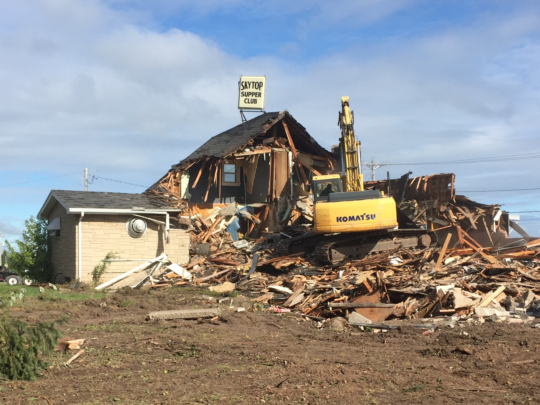 The former Sky Top Supper Club building on near the corner of Manitowoc Road and Main Street in Green Bay is demolished, September 6, 2017. (WLUK/Eric Peterson)