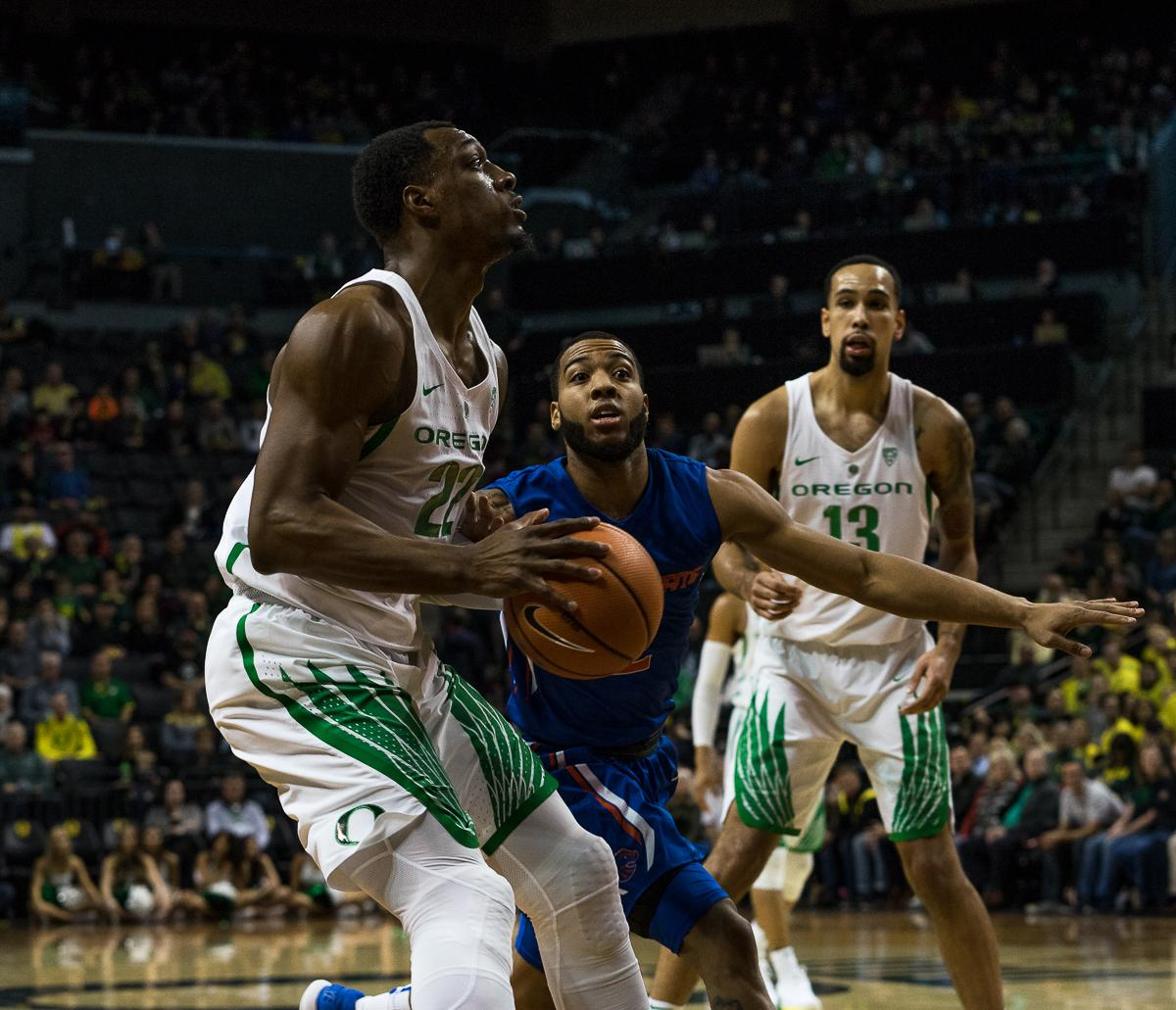 University of Oregon player MiKyle McIntosh (#22) prepares to shoot as Boise State's Lexus Williams (#2) tries to block in time. The Boise State Broncos defeated the University of Oregon Ducks 73 – 70 at Matthew Knight Arena in Eugene, Ore., on December 1, 2017. Photo by Kit MacAvoy, Oregon News Lab