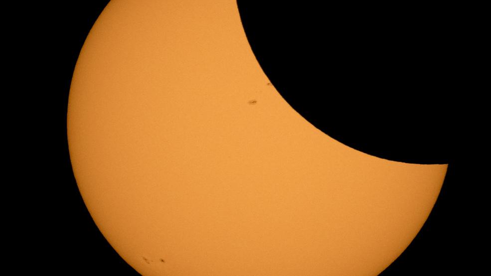 Car strikes 2 Kentucky women watching eclipse, 1 dies | WPEC