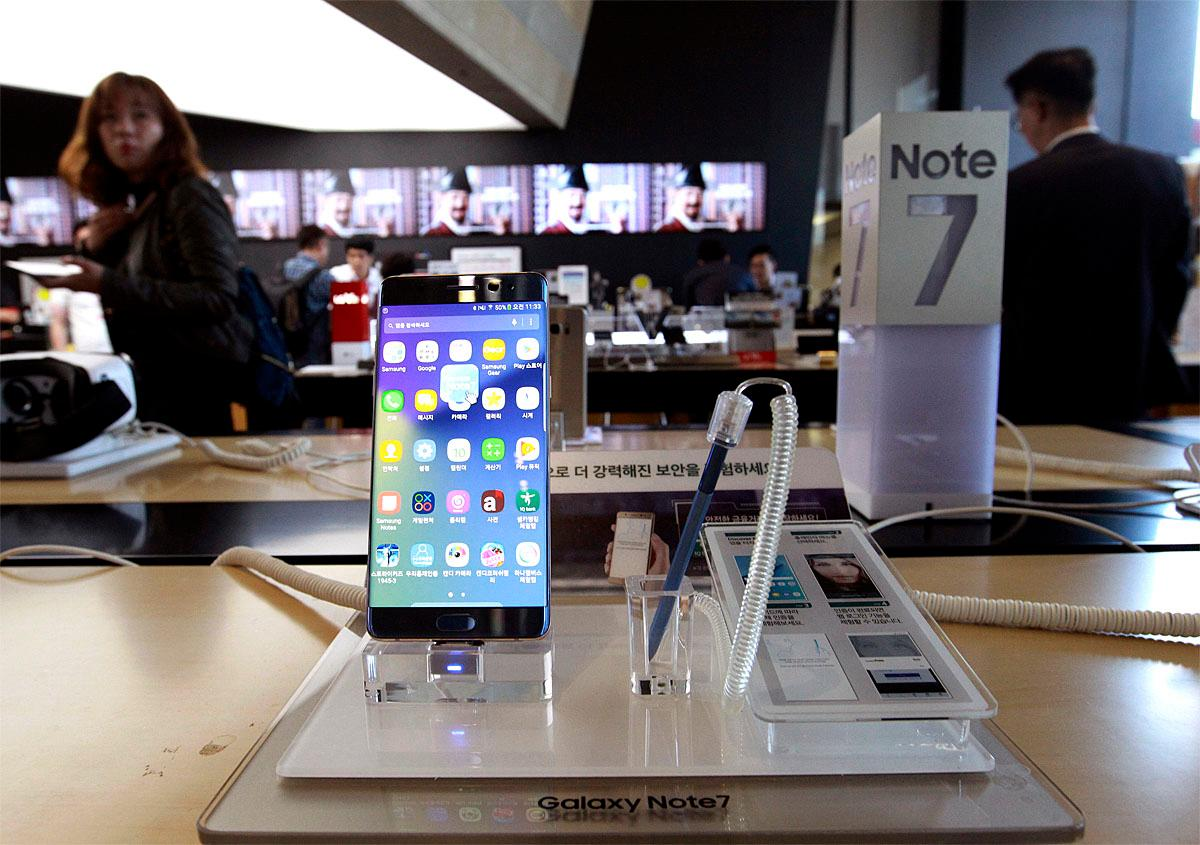 Samsung Electronics Galaxy Note 7 smartphone is displayed at a mobile phone shop in Seoul, South Korea, Monday, Oct. 10, 2016. Samsung Electronics has temporarily halted production of its Galaxy Note 7 smartphones, South Korea's Yonhap news agency reported Monday, following reports that replacements for phone that had been catching fire were also overheating.(AP Photo/Ahn Young-joon)