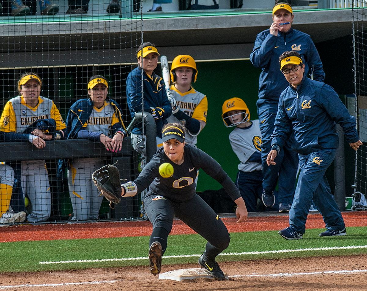 Oregon Ducks Mia Camuso (#7) attempts to catch the ball at first base. The Oregon Ducks defeated the Cal Bears 2-1 in game two of a three-game series. Photo by Rhianna Gelhart, Oregon News Lab