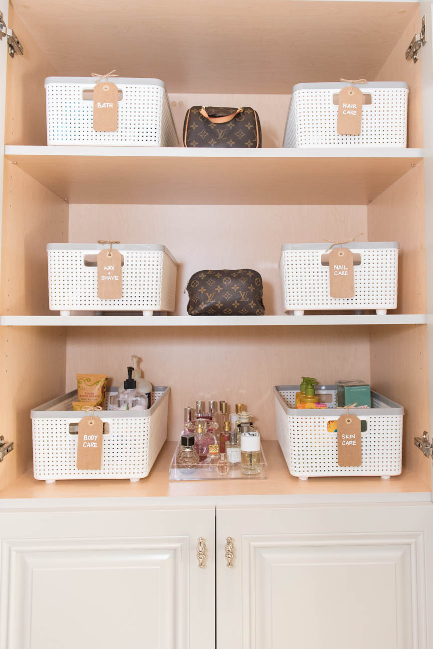 The last step is bringing in products like bins, baskets, hangers, and clear containers that are functional and go with the aesthetic of your home. These come at an additional cost to the service, but labeling them is a very helpful tool, and makes organization easier to maintain. / Image: Marisa Belle Photography via Neat Method // Published: 1.11.20