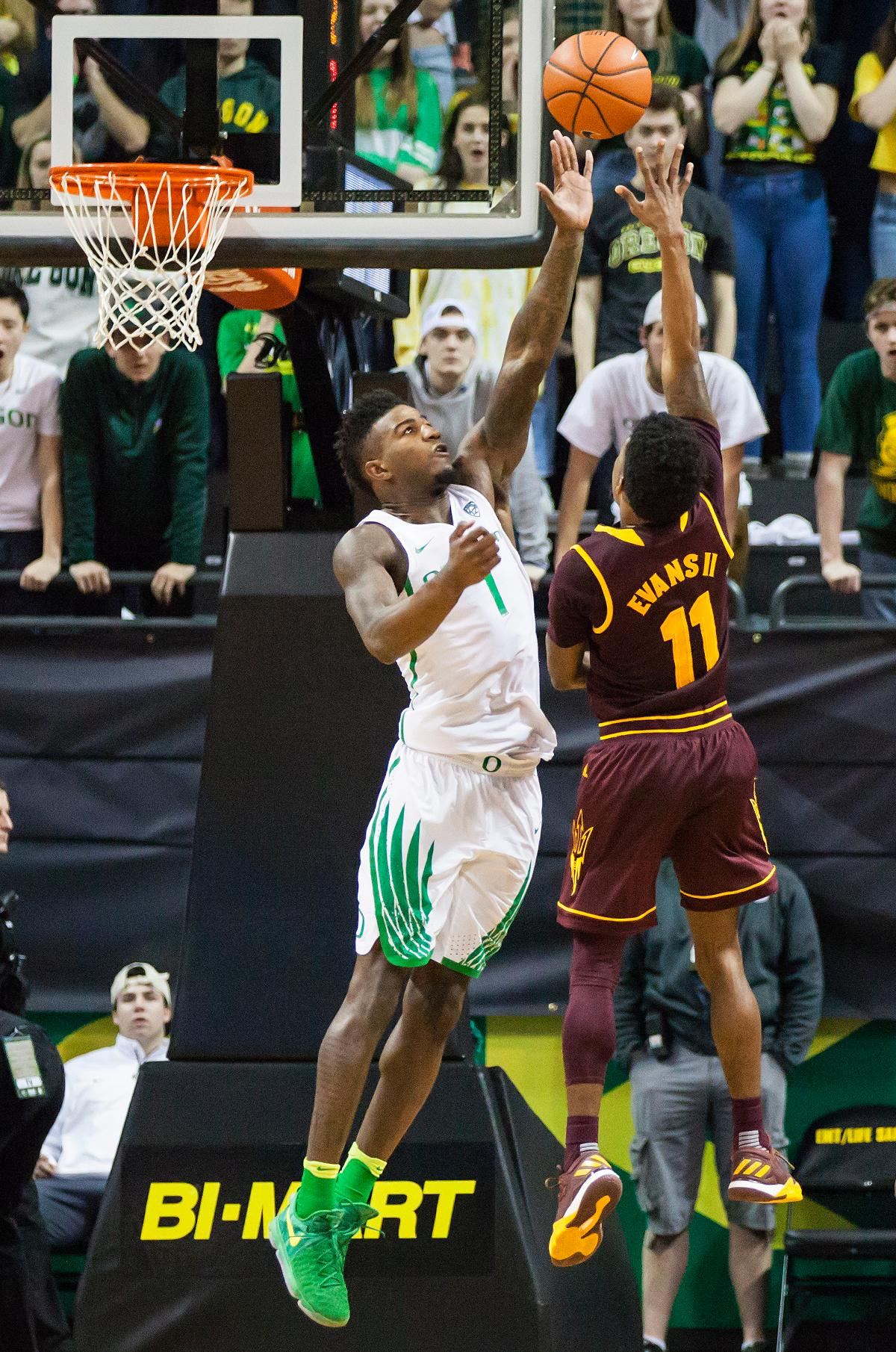 Oregon forward Jordan Bell (#1) leaps to block a shot from Arizona State guard Shannon Evans II. The Oregon Ducks defeated the Arizona State Sun Devils 71 to 70. Photo by Ben Lonergan, Oregon News Lab