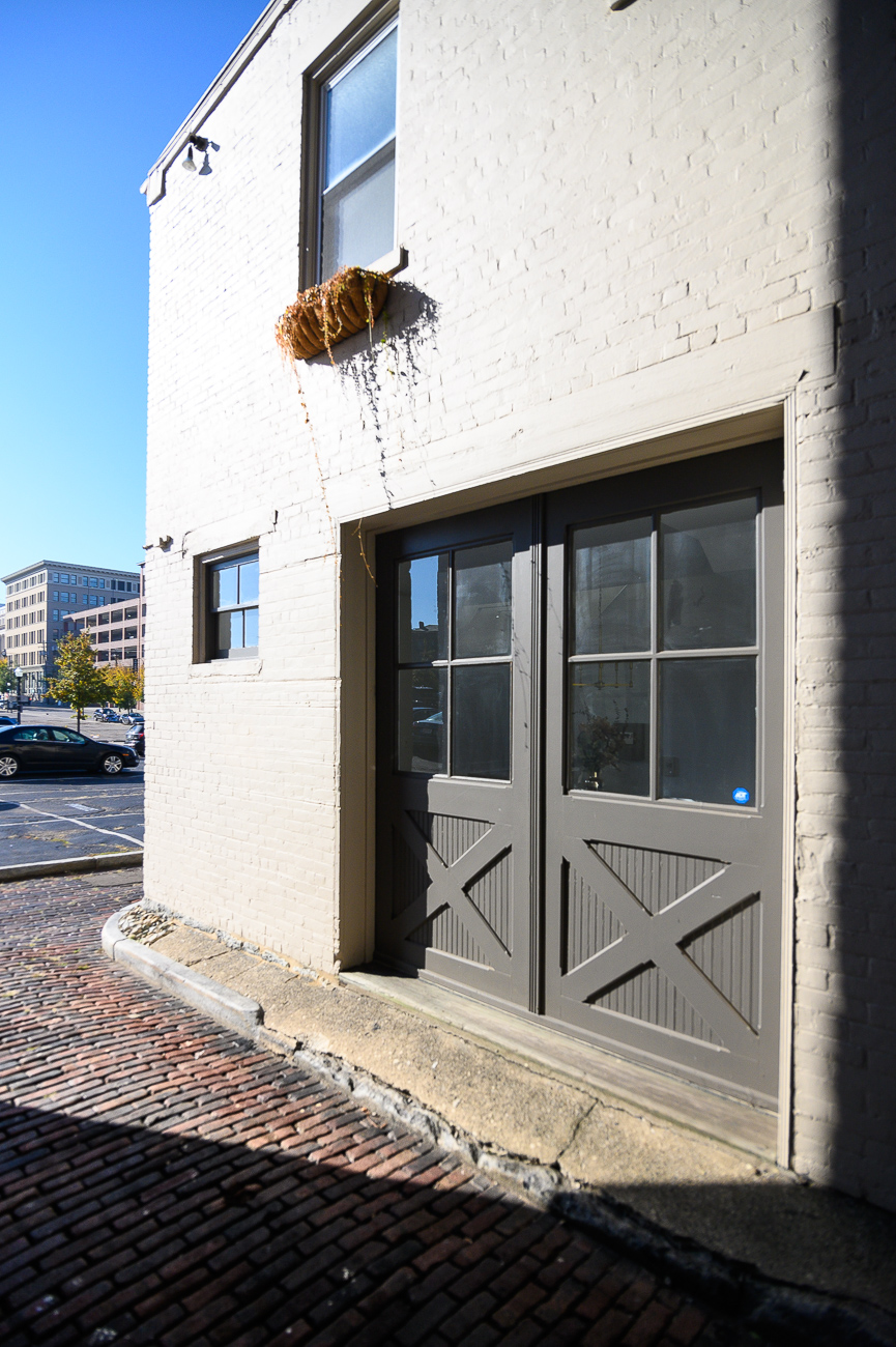 The Carriage House is believed to have once been a (you guessed it) carriage house for the building next to it that faces Sycamore Street. Its double doors face Von Seggern Alley. / Image: Phil Armstrong // Published: 10.30.19