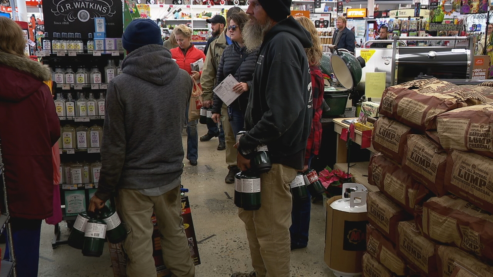 WNC shoppers head to stores for last-minute storm supplies