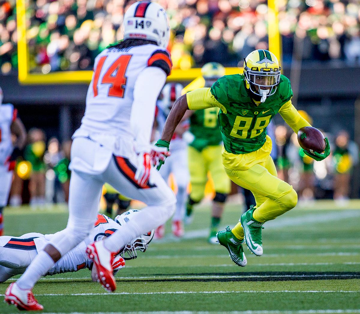 Oregon Ducks Dwayne Stanford (#88) racks up yards against the Oregon State Beavers in the Civil War game in Autzen Stadium. At the half the Ducks led the Beavers 31 - 7. Photo by Katie Pietzold, Oregon News Lab
