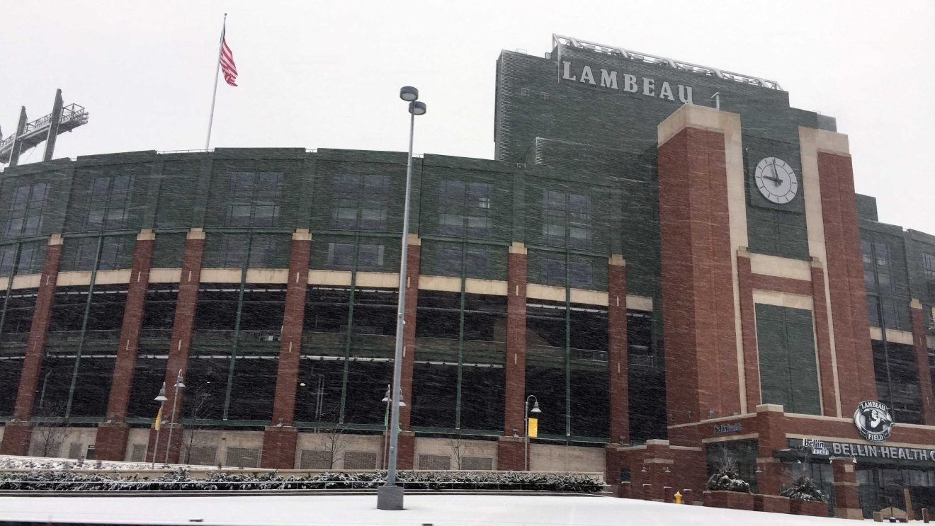 Snow flies past Lambeau Field in Green Bay Jan. 25, 2017. (WLUK/Justin Steinbrinck)