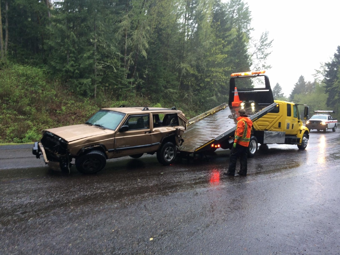 A crash and vehicle fire resulted in major injuries and closed Oregon 58 (Willamette Highway) in both directions at milepost 15, 11 miles east of Pleasant Hill on April 14, 2016. (SBG photo)