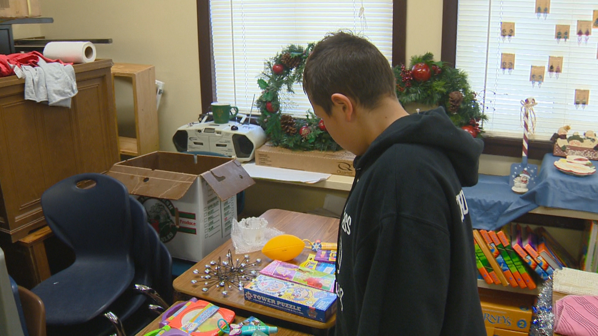 Tate'  Zhuckkahosee searching for a Chirstmas gift for his mom. (WLUK image)
