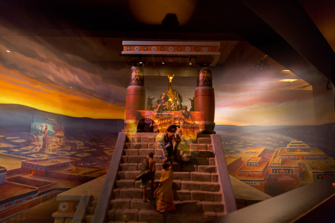 The interior of the Ark is filled with life-sized displays and miniature scenes. / Image: Daniel Smyth