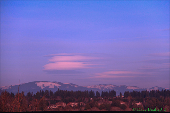 Lenticular cloud over Casades. (Photo: Dave Beal)